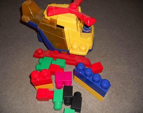 Stavebnice Vrtulník s kostkami pro nejmenší